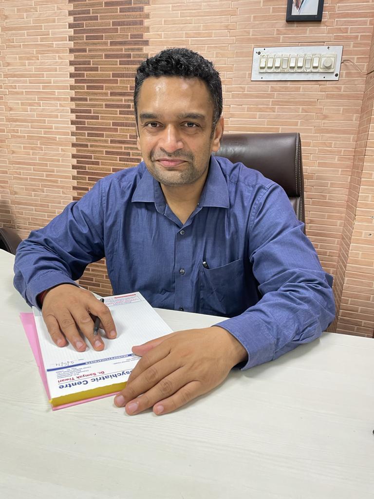 Dr Samyak Tiwari